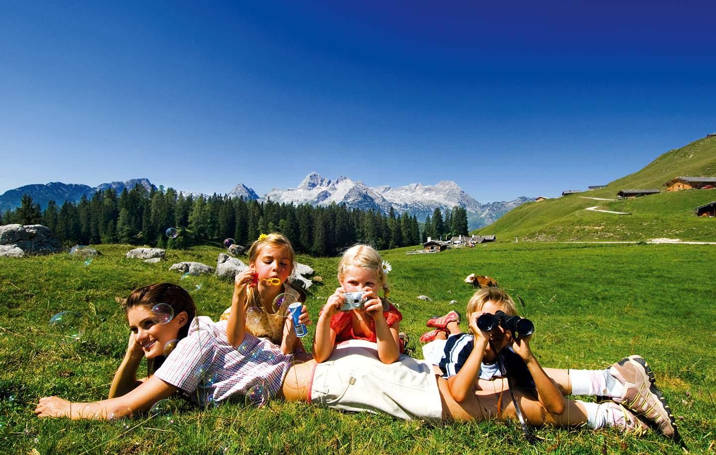 Lago sport e montagna per una vacanza con i bambini al for Hotel per bambini trentino